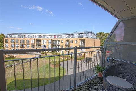 2 bedroom flat for sale - Smeaton Court, Hertford