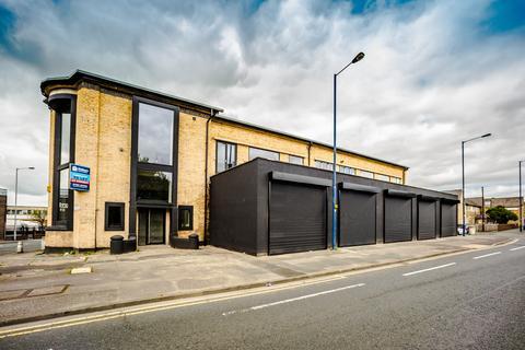 Takeaway to rent - White Abbey Road, Bradford BD8