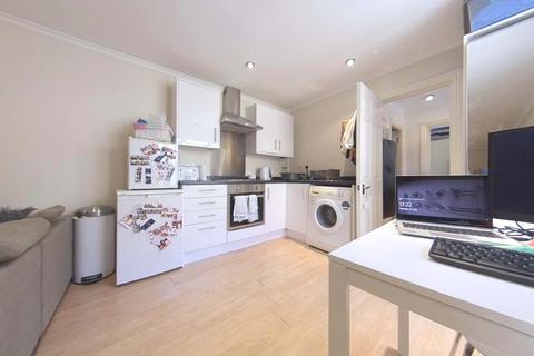 1 bedroom maisonette to rent - Garratt Lane,  SW17
