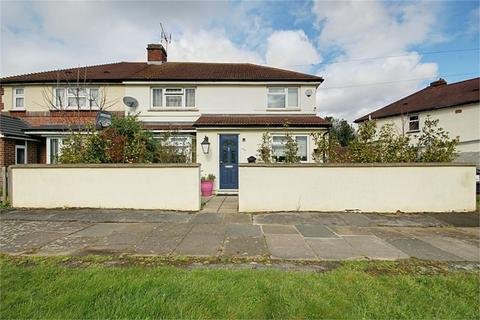 4 bedroom semi-detached house for sale - Stoneleigh Avenue, ENFIELD, Middlesex, EN1