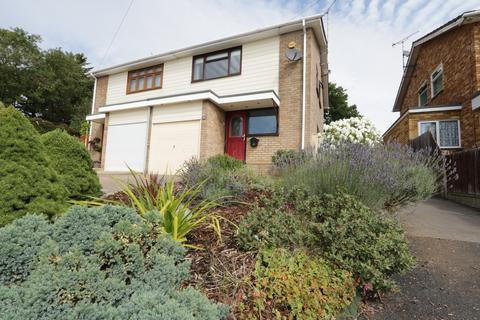 3 bedroom semi-detached house for sale - Elizabeth Close, Hockley, Essex