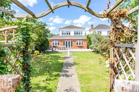 4 bedroom detached house for sale - King Edward Avenue, Rainham, RM13