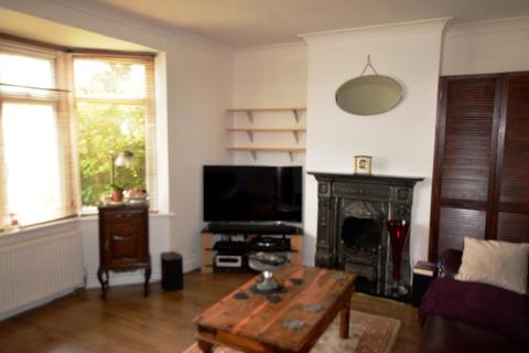 3 bedroom semi-detached house to rent - Idmistion Road Worcester Park