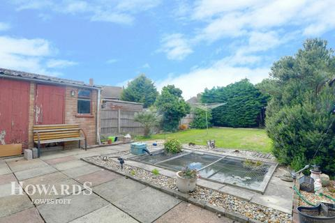 3 bedroom end of terrace house for sale - Myrtle Close, Lowestoft