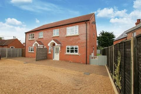 3 bedroom semi-detached house for sale - Dersingham