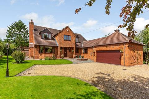 5 bedroom detached house for sale - Field Lane, Aberford, LS25 3AE