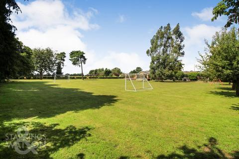 5 bedroom detached bungalow for sale - Blofield Corner Road, Blofield Heath, Norwich