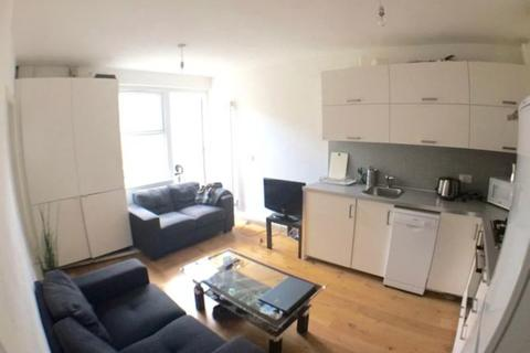 4 bedroom apartment to rent - Bethnal Green Road, London