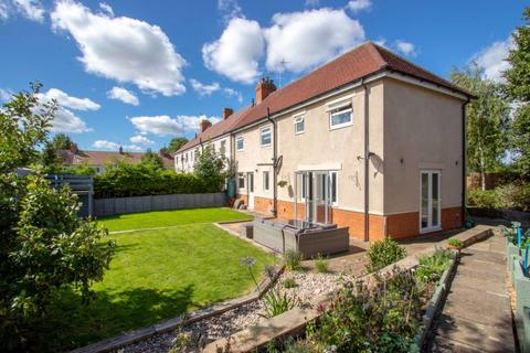 4 bedroom end of terrace house for sale - Essex Road, Stamford