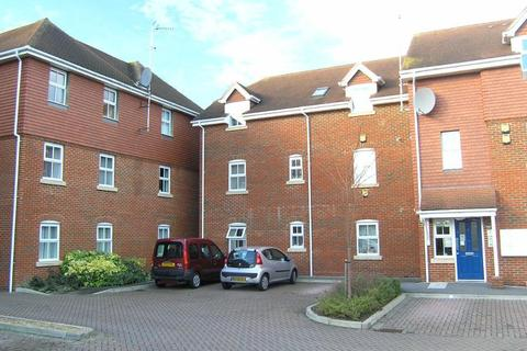 2 bedroom flat to rent - Swallowmead, College Hill, Steyning, West Sussex, BN44 3HE