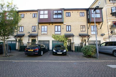 3 bedroom terraced house for sale - Constable Avenue, London, E16