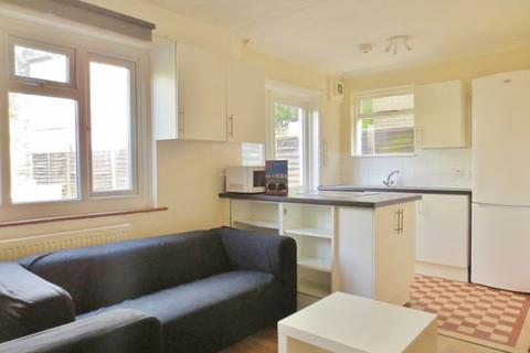 1 bedroom semi-detached house to rent - Coombe Road, Brighton