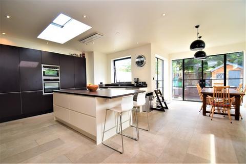 4 bedroom semi-detached house for sale - Harvard Road, Isleworth, TW7