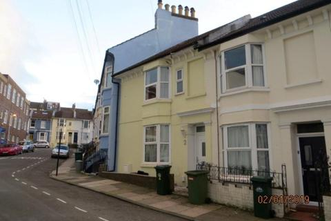 2 bedroom house to rent - St Leonards Road