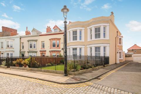 4 bedroom end of terrace house for sale - South Crescent, Headland, Hartlepool