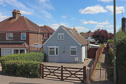 3 bedroom detached house for sale - Horley Road, Redhill