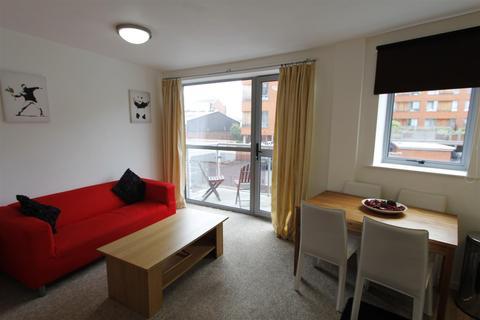 1 bedroom flat - Ahlux Court, Leeds