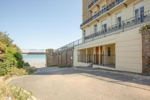 2 bedroom flat for sale - Queens Gardens, Broadstairs