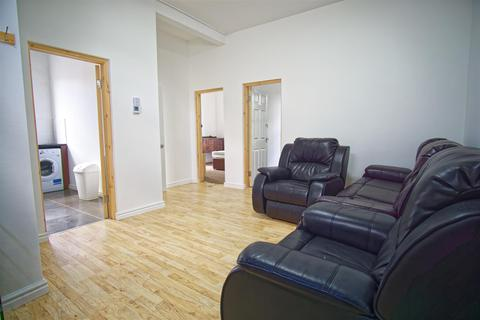 3 bedroom house to rent - 3-Bed Flat to Let on Schleswig Street, Preston