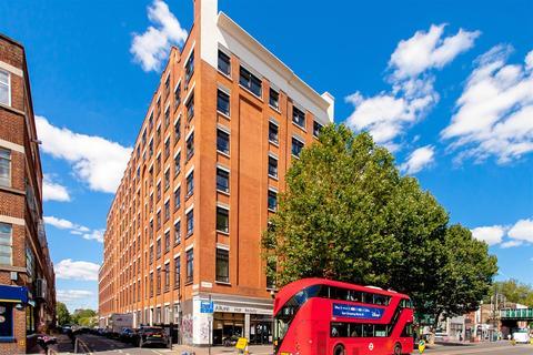Studio to rent - Bethnal Green Road, London