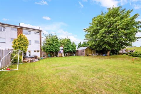 4 bedroom end of terrace house for sale - Orchard Way, Lower Kingswood, Tadworth