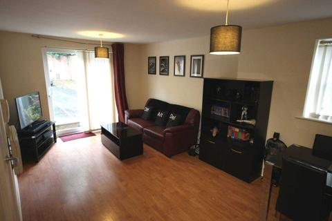 2 bedroom apartment to rent - Commercial Street, Hyde