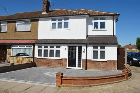 4 bedroom semi-detached house for sale - Royston Road, Harold Wood