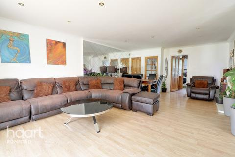 5 bedroom semi-detached house for sale - Birch Road, Romford