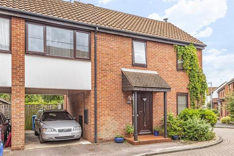 2 bedroom semi-detached house for sale - Waltham Court , Beverley, East Yorkshire, HU17 9JF