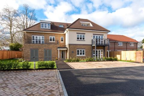 2 bedroom apartment for sale - Manygate Lane, Shepperton, TW17