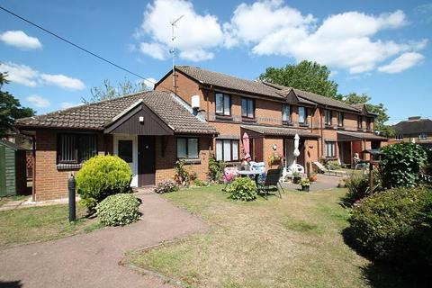 2 bedroom bungalow for sale - Berryscroft Court, Berryscroft Road, Staines-Upon-Thames, TW18