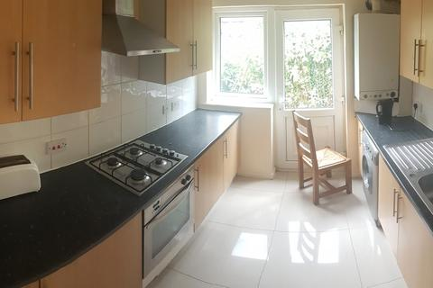 5 bedroom semi-detached house to rent - Edgeworth Drive, 5 Bed, Fallowfield,, Manchester
