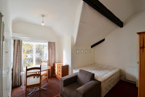 Studio to rent - Flat 12, 8 Ballbrook Avenue, Didsbury M20 6AB