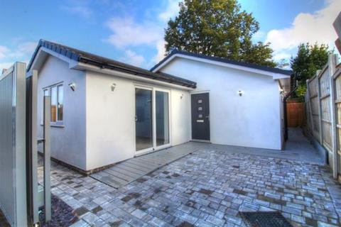2 bedroom detached bungalow to rent - Woodhall Road, Wollaton, Nottingham, NG8 1JX