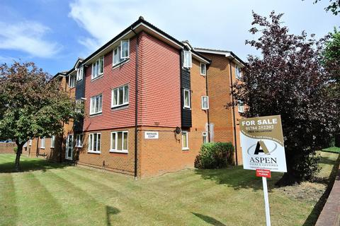 1 bedroom apartment for sale - Maynard Court, Rosefield Road, Staines-Upon-Thames, TW18