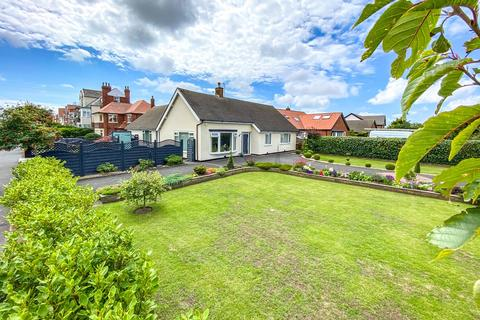 4 bedroom detached bungalow for sale - Clifton Drive, Fairhaven, FY8