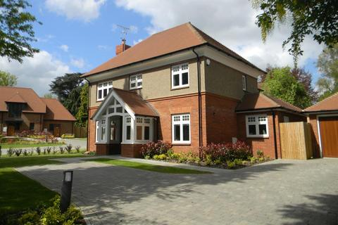 5 bedroom detached house to rent - The Pines North Road Berkhamsted Hertfordshire
