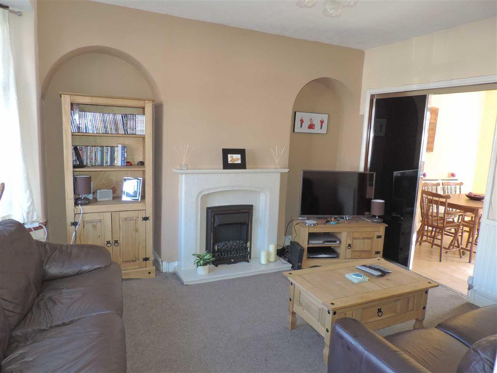 2 Bedrooms Semi Detached House for sale in Elsdon Gardens, Dunston, Tyne And Wear