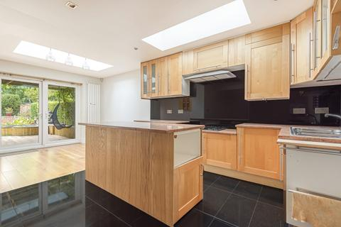 4 bedroom house to rent - Saxon Drive London W3