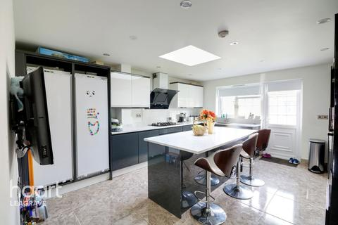4 bedroom semi-detached house for sale - Bosmore Road, Luton