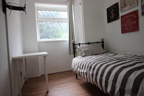 4 bedroom house share to rent - Finwhale House, Glengall Grove, Docklands, E14