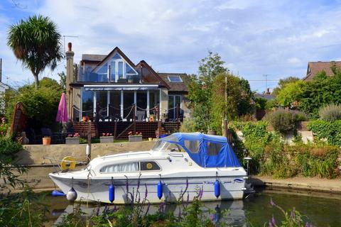 4 bedroom detached house for sale - The Creek, Sunbury-On-Thames, TW16