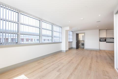 Studio to rent - Market Square, Uxbridge, Middlesex UB8 1NG