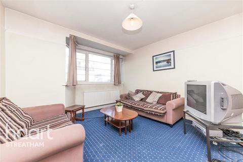 3 bedroom flat - Holmbury Court,  SW17
