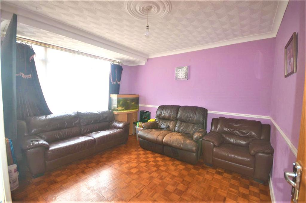 Three bedroom Mid Terrace House for Sale