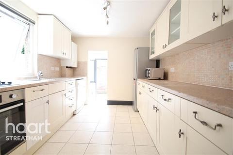 4 bedroom terraced house to rent - Hereward Road, SW17