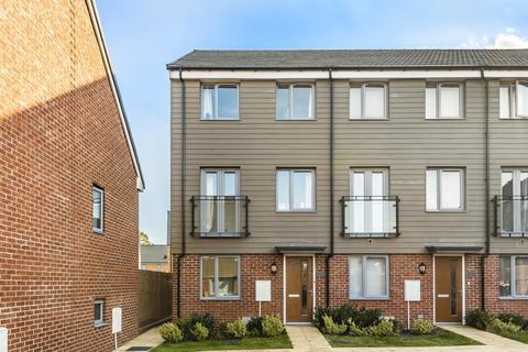 3 bedroom townhouse for sale - Allington Way Swanley BR8