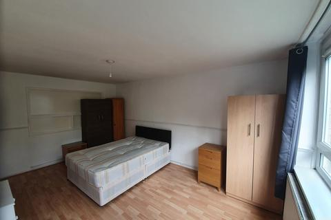 4 bedroom flat to rent - Hanbury Street, E1