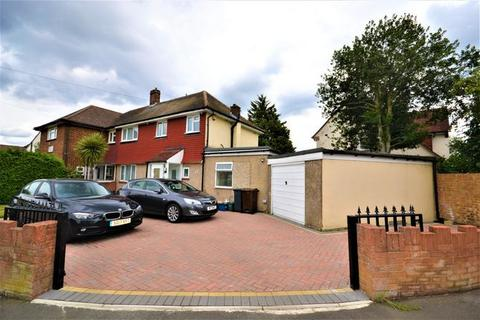 4 bedroom semi-detached house for sale - Southville Close, Feltham, Greater London, TW14