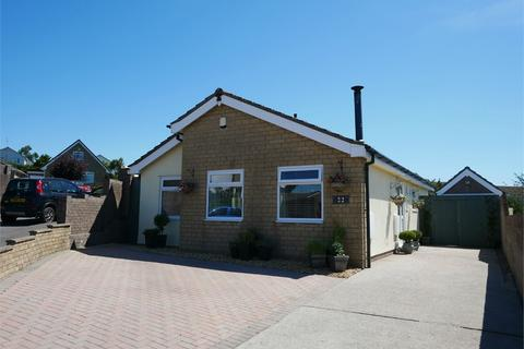 2 bedroom detached bungalow for sale - Bassett Road, Sully